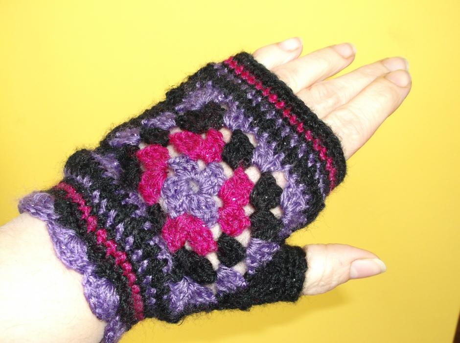 back of hand, fingerless granny glove