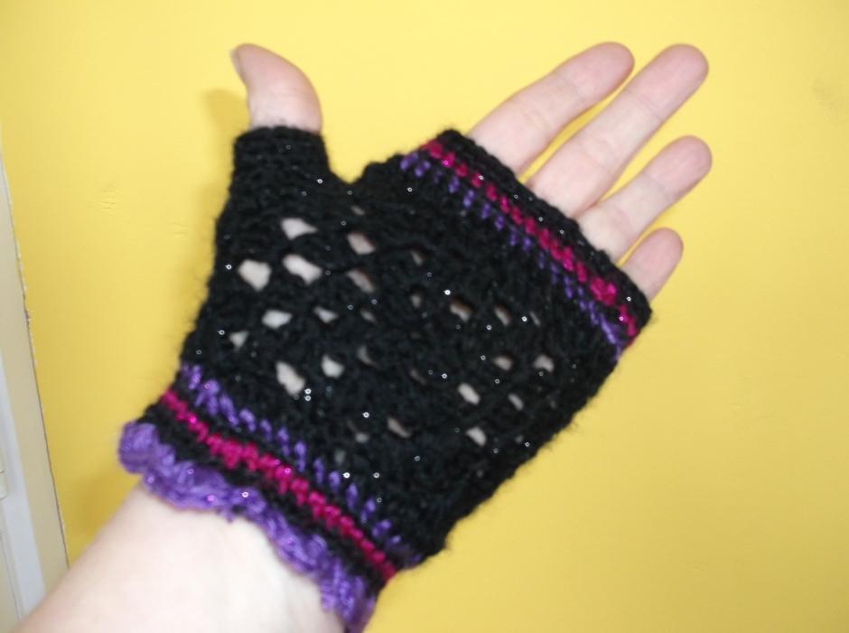 palm of fingerless granny gloves